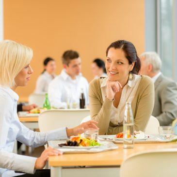 En frokostordning på arbejdet skaber et unikt samlingspunkt