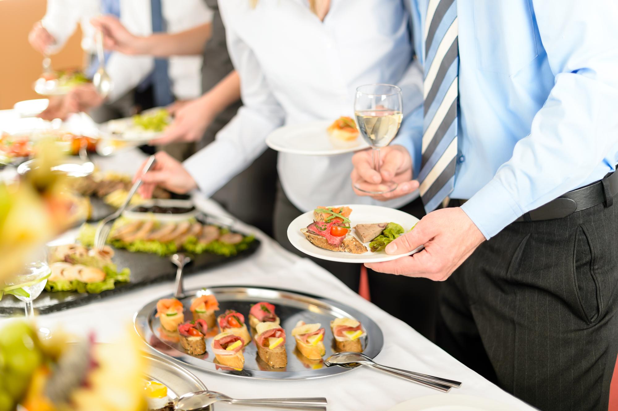 Spar tid og energi med mad ud af huset til festen